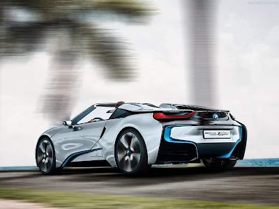2013_BMW_i8_Spyder_Front_Rear_Angle