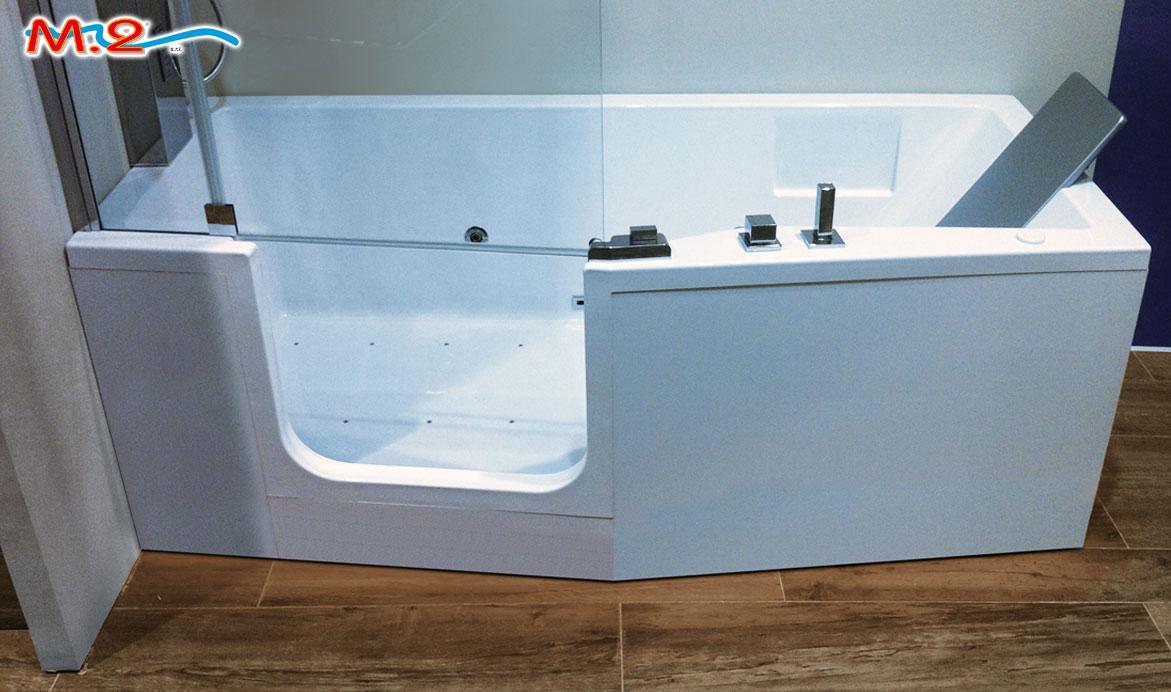 smart una vasca da bagno con apertura verso linterno ideale per garantire un facile accesso anche a persone anziane e disabili e si trasforma in una