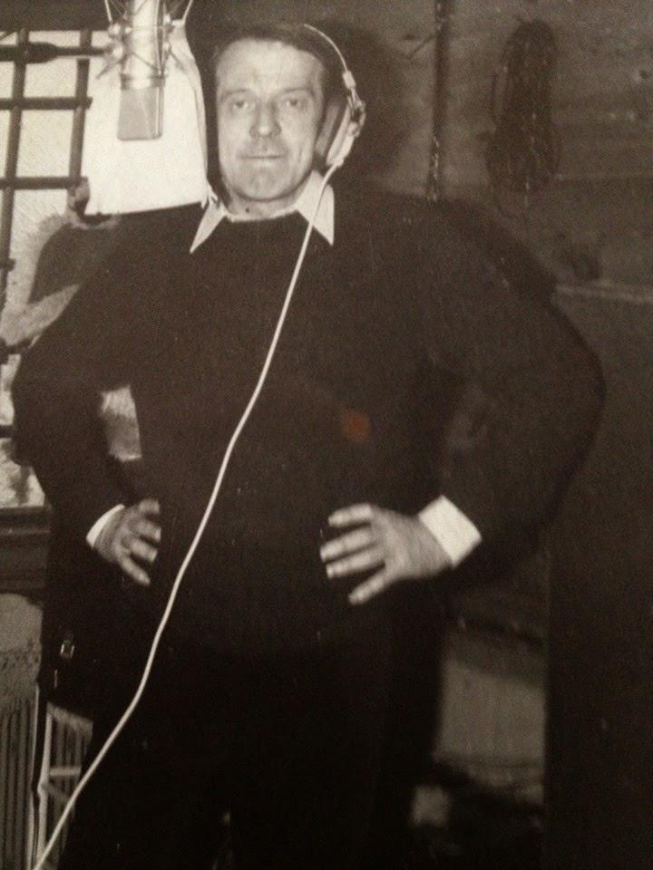 """Gilles Deleuze durante la grabación de """"Le Voyageur"""", tema del grupo Schizo de 1972"""