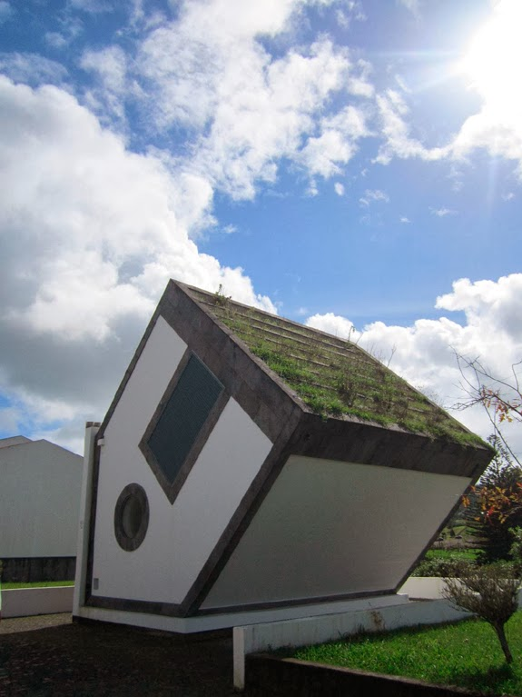 FAIL ARCHITECTURE - Transformer, Azores