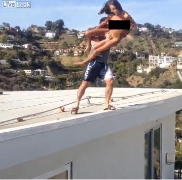 Dan Bilzerian atira atriz porno toda nua do telhado
