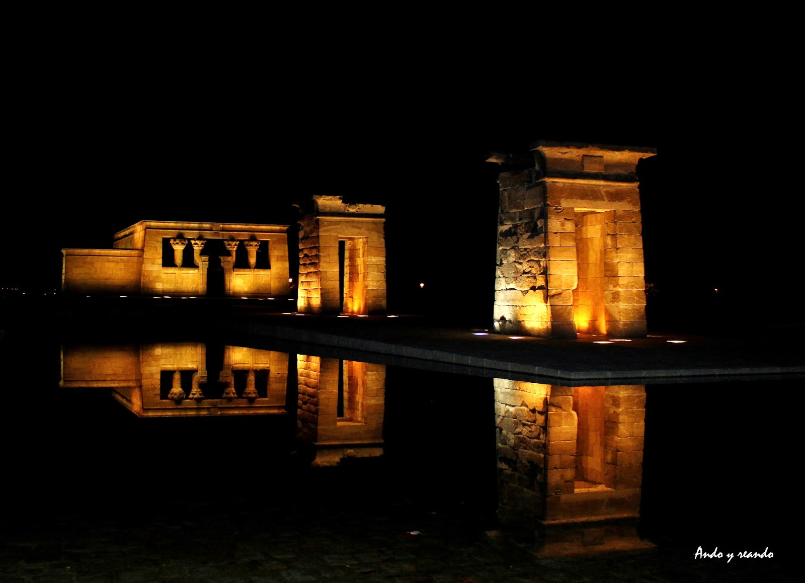 Templo de Debod a anochecer
