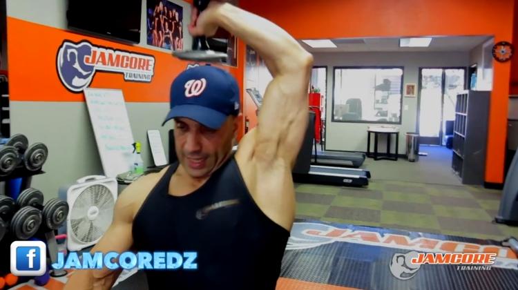 Extension triceps : haltères : 4 séries x 8 - 10