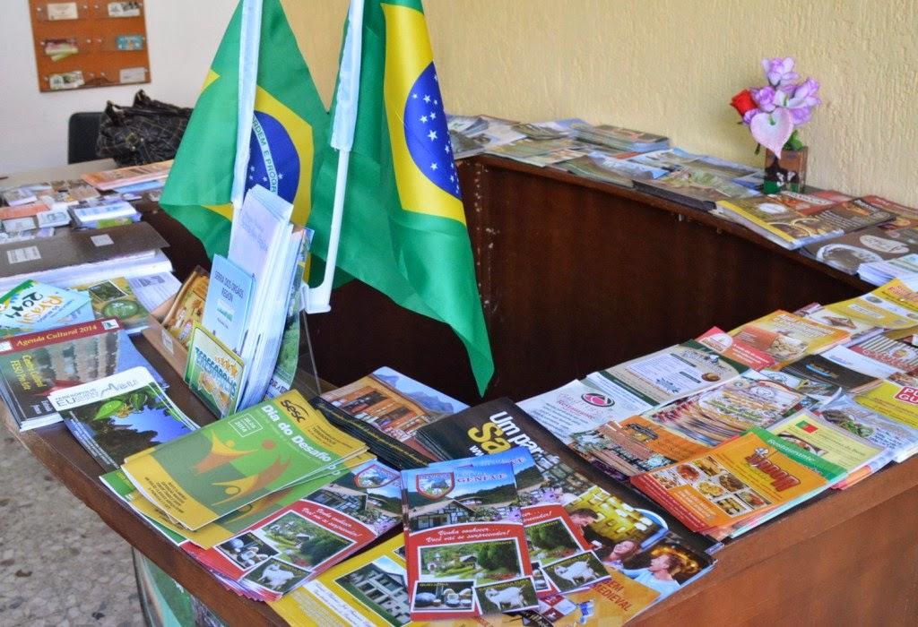 Material informativo disponível aos turistas nos centros de informação turísticas da cidade
