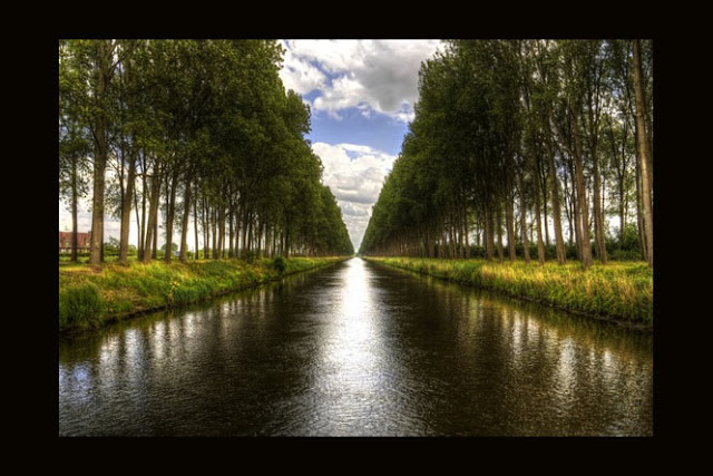 Canal near Damme Brugge, by Mike Olbinski  as seen on linenandlavender.net