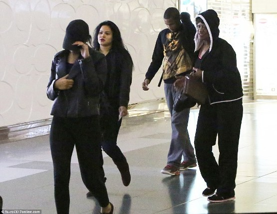 Lamar's ex Liza Morales and two children arrive in LA to Hospital (photos)