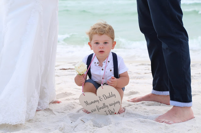 create a custom sign for your beach wedding