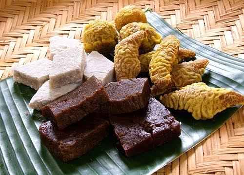 Sinhalese traditional sweets select sri lanka holidays sinhalese traditional sweets ccuart Gallery
