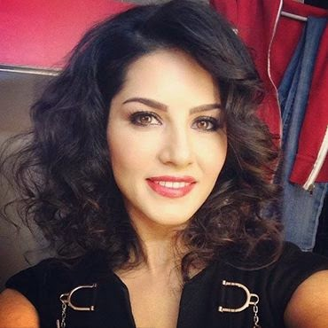 Sunny Leone Selfie Images Hot Wallpaper