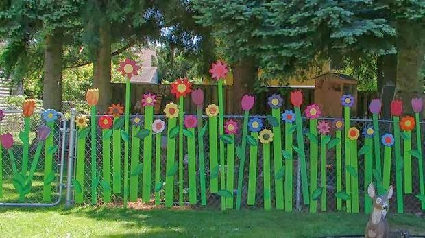 The art of up cycling garden fencing ideas crazy random for Outdoor fence art ideas