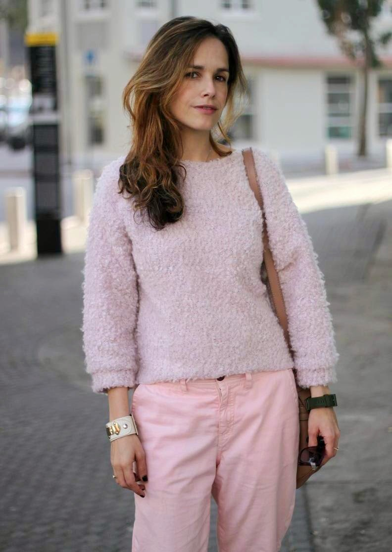 fluffy sweather, babypink, street-style, inspiration, valentine, love, telavivfashion, fashion blog, בלוגאופנה, אופנה, השראה, קסטרו, שבועאופנה,