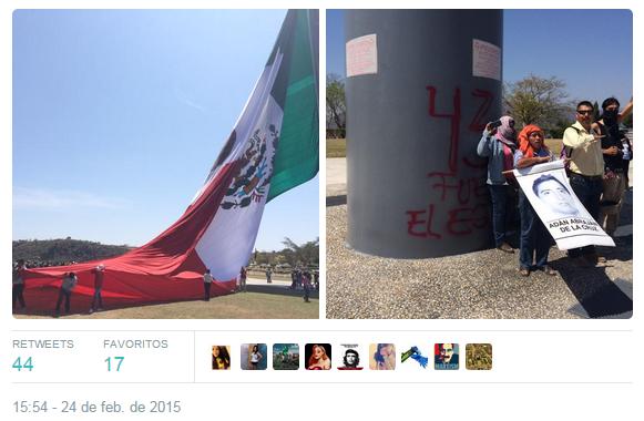 Padres de los estudiantes desaparecidos izan en Iguala una bandera con el número '43'