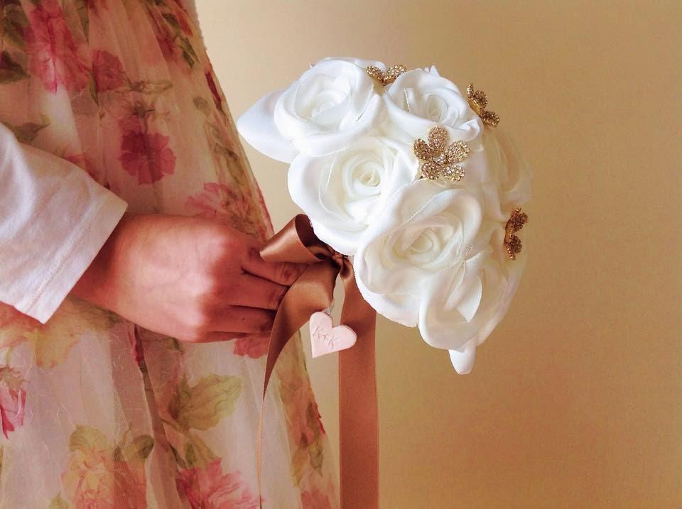 bouquet de jóias dourado