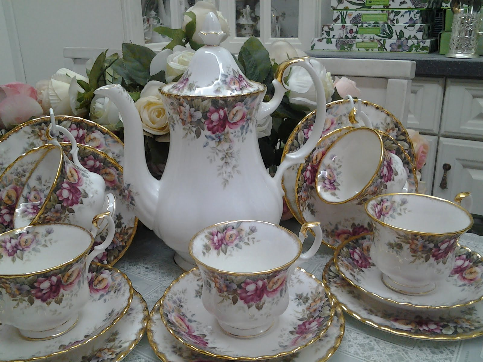 lovely treasures from english garden royal albert discontinued tea set. Black Bedroom Furniture Sets. Home Design Ideas