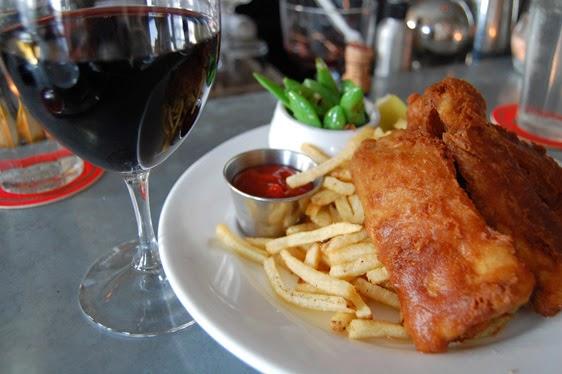 wine export in UK: fish and chips e vino italiano