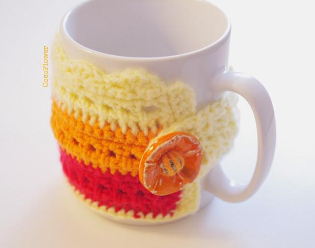 Housse couvre tasse à café orange et jaune avec bouton céramique par CocoFlower