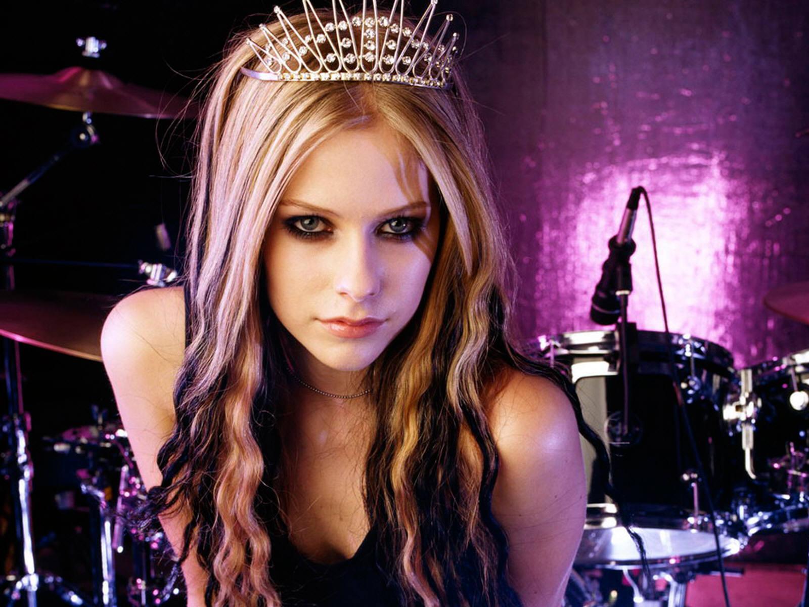 Avril Lavigne Modern Hairstyle