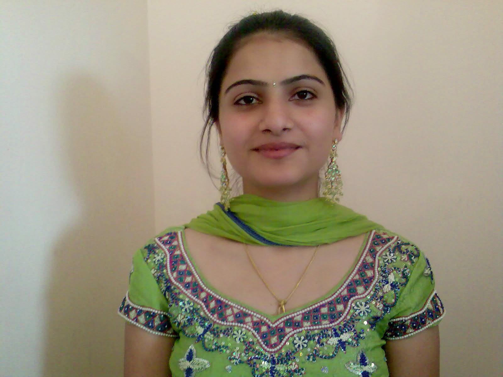 Indian Girls Photos Free Download - Beautiful Desi Sexy Girls Hot ...