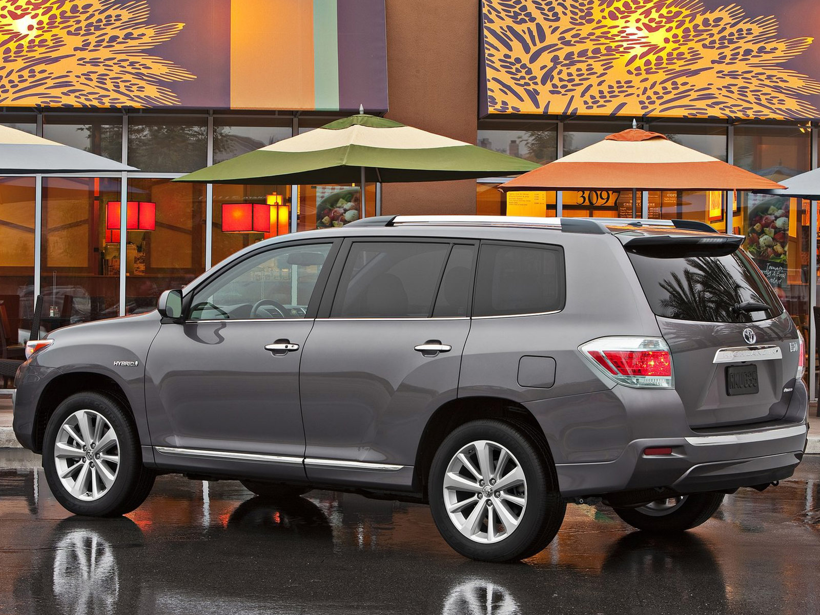 Gambar Mobil Toyota Highlander Hybrid 2011