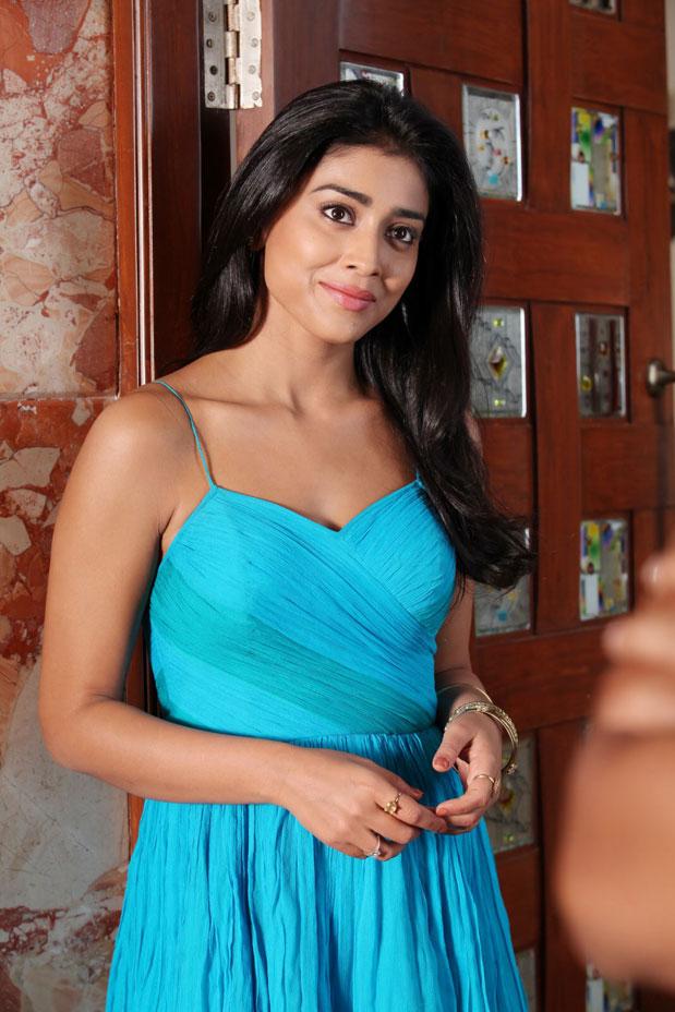 shriya latest stills in saree