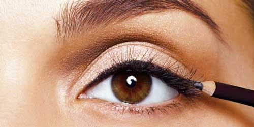 delinear los ojos con lapiz