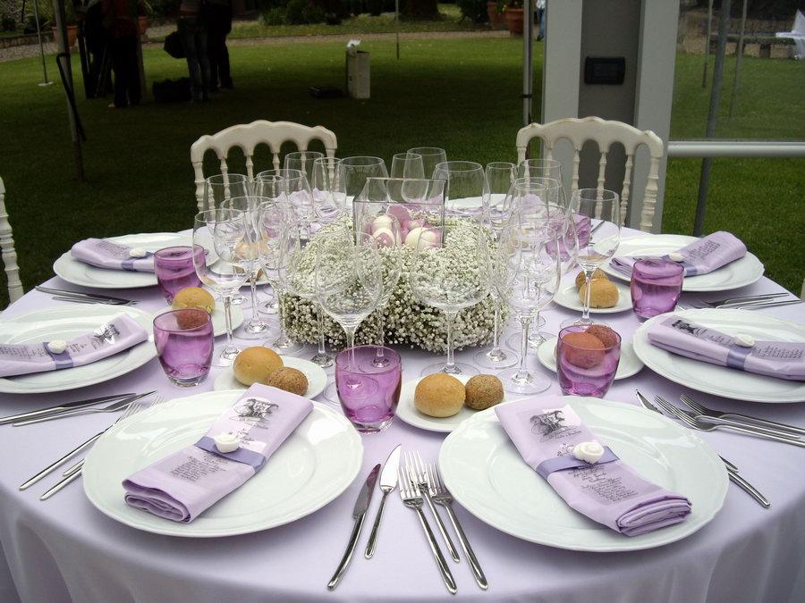 Come si apparecchia la tavola 1a parte ioveruzzella - Tovaglia per tavolo ovale ...