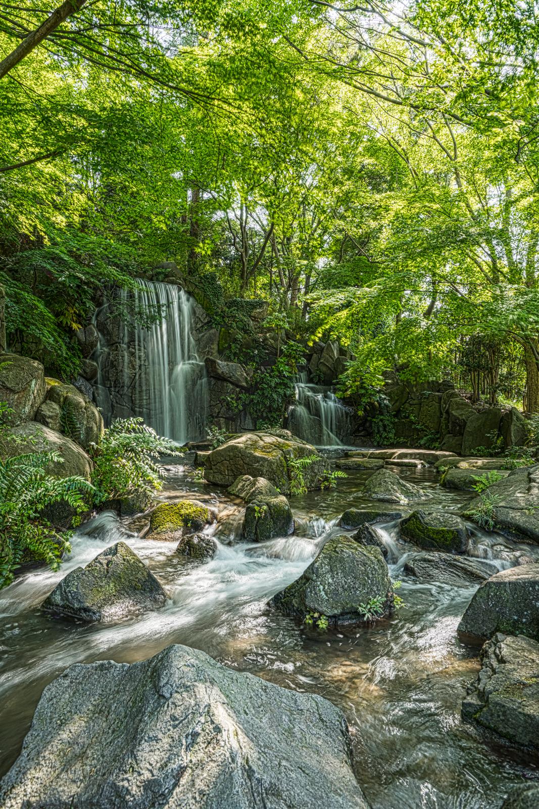 東京、郷土の森にある滝