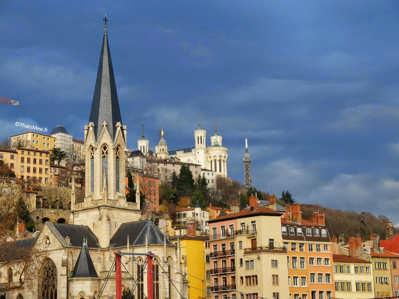 Lyon vue Notre Dame de Fourvière toits depuis la Saone été