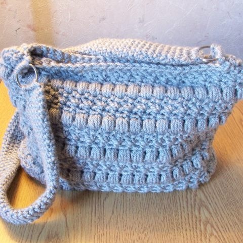 Free Crochet Patterns For Bags And Totes : Fiber Flux: Pretty Purses! 20+ Free Crochet Purse Patterns...