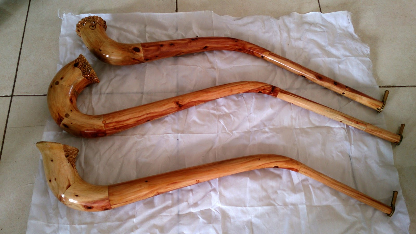 Inovasi bentuk seruling berbahan kayu digarap dalam pilihan tugas seni kriya kayu
