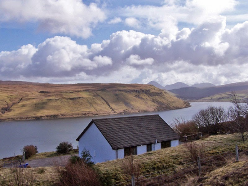 SkyeHolidays - Loch View Cottage
