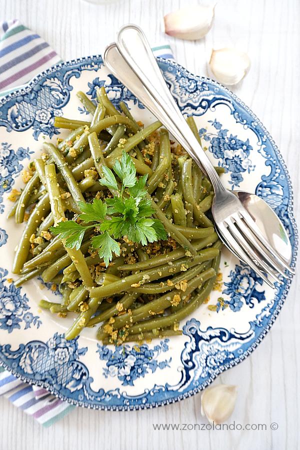 Ricetta per contorno verdure con fagiolini all'aglio croccanti briciole - garlic green beans with crispy corn chip crumbs recipe