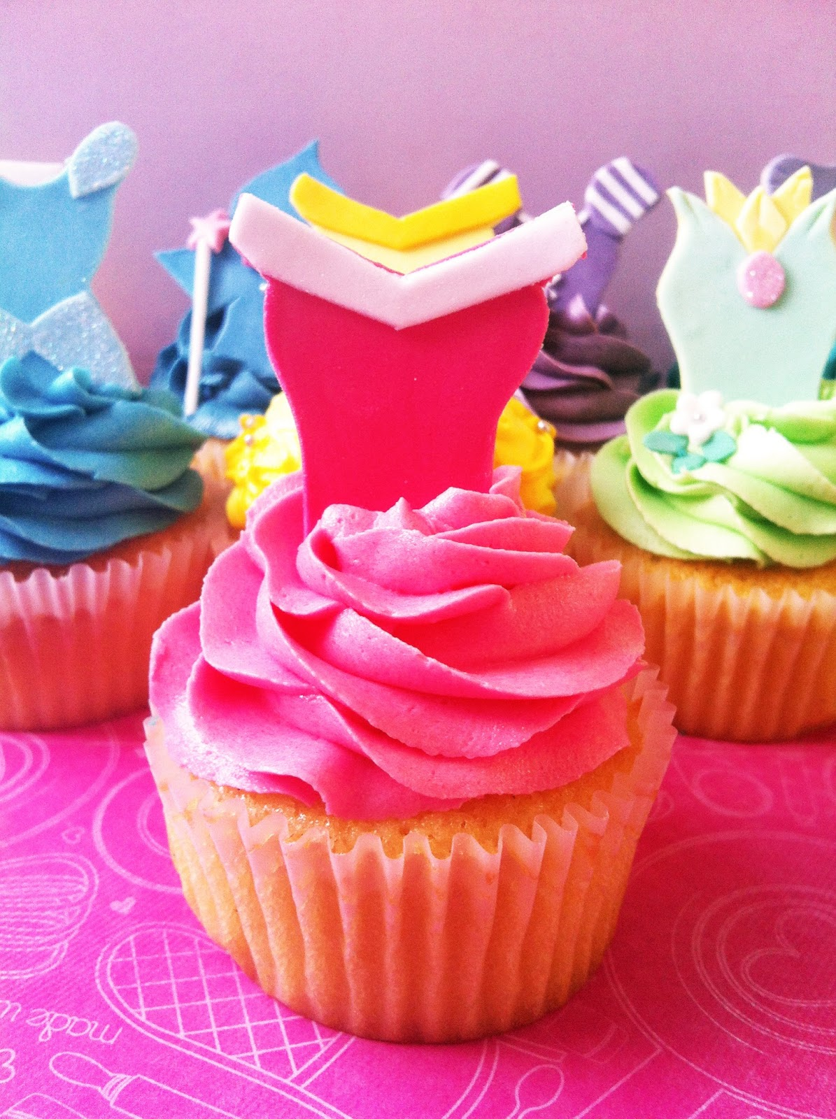 top the cupcake: Disney Princess cupcake tutorial #1 ...