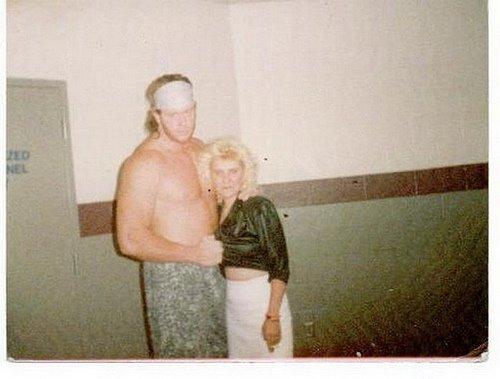 Photos rares de catcheurs ou catcheuses ! - Page 7 Undertaker_WWE_Mark_Calaway_Rare_Uns%20een_Photos_images_Pics+%252815%2529