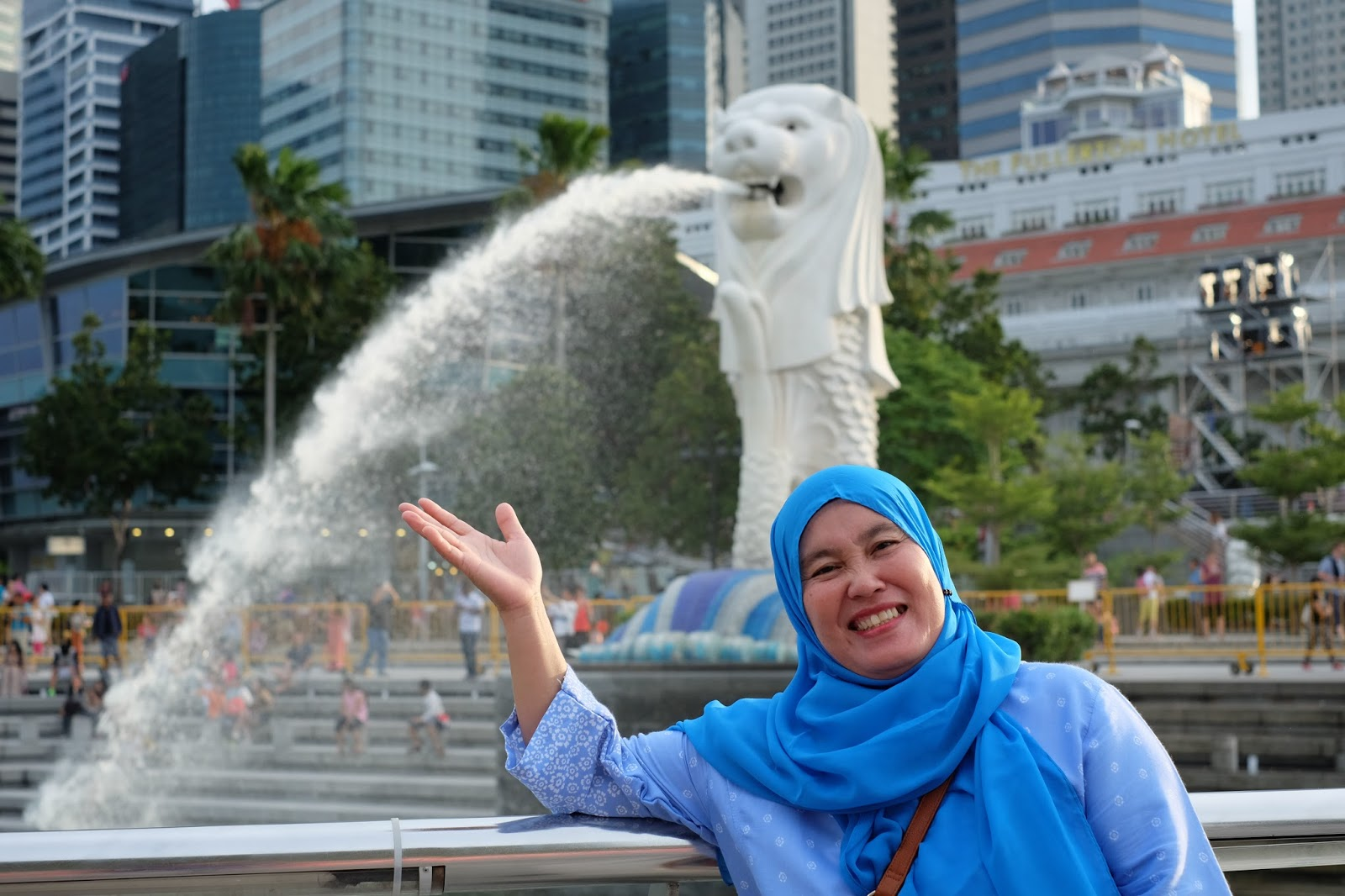 Graduation Trip Surprise Holiday for Mama to Singapore and Hong Kong merlion