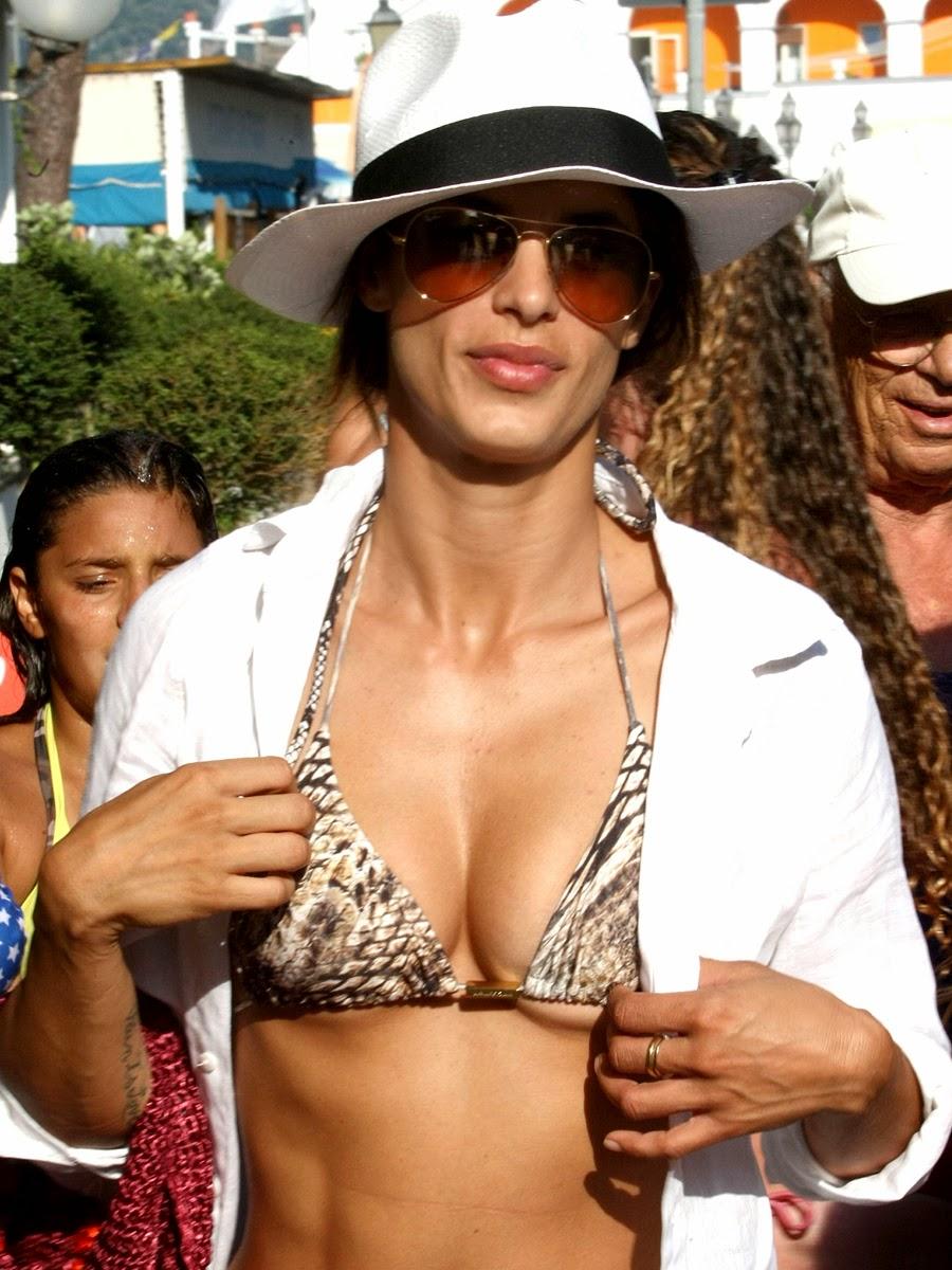 Elisabetta Canalis in bikini, Ischia (Italia)