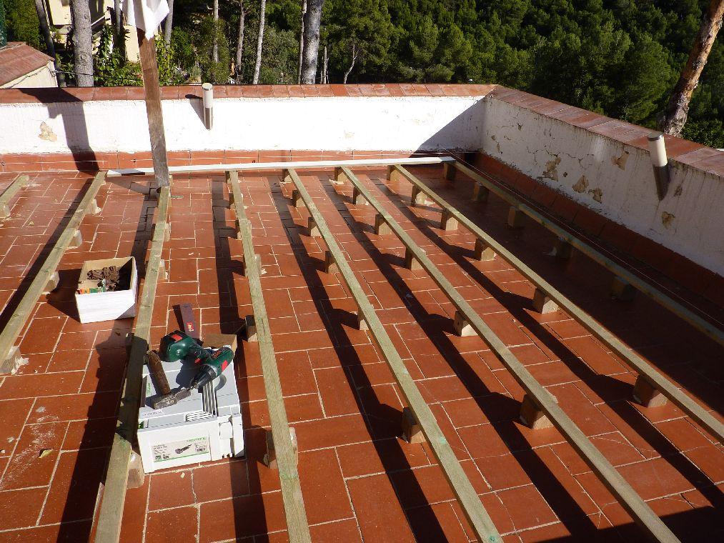 Carpinteria muebles a medida tarima de exterior en for Tarimas de madera para muebles