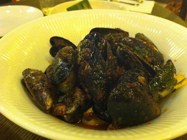 Naamyaa Cafe review Angel Islington Thai restaurant mussels