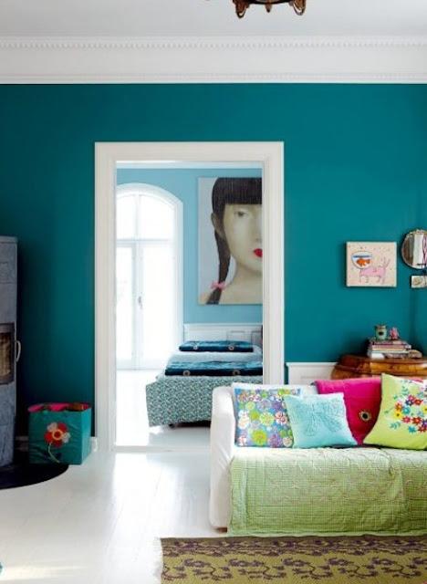 E tu di che colore vuoi dipingere le pareti architettura e design a roma - Divano verde petrolio ...