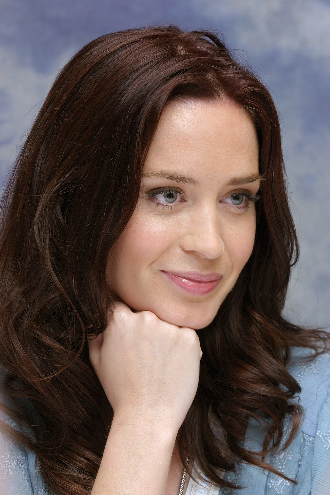 new life hartz: English Actress Emily Blunt Hairstyle Emily Blunt