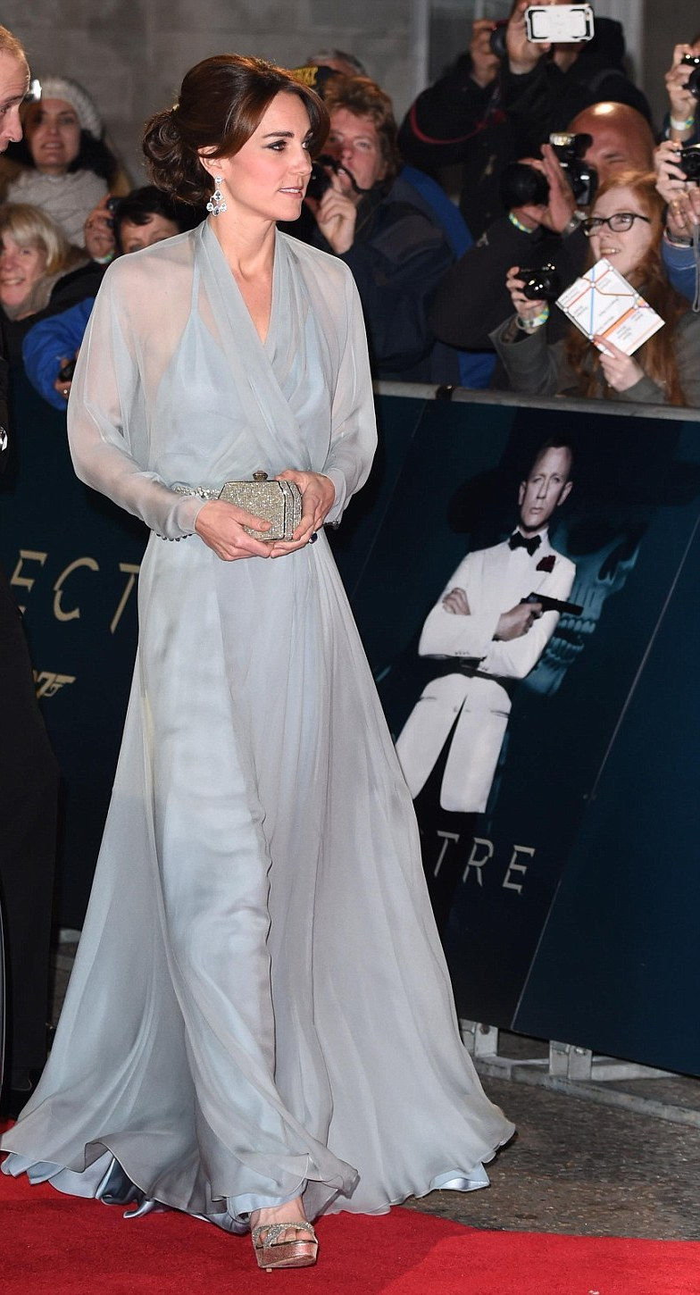 Kate, Duchess of Cambridge at the Spectre premiere red carpet, Royals join Daniel Craig at the Spectre premiere
