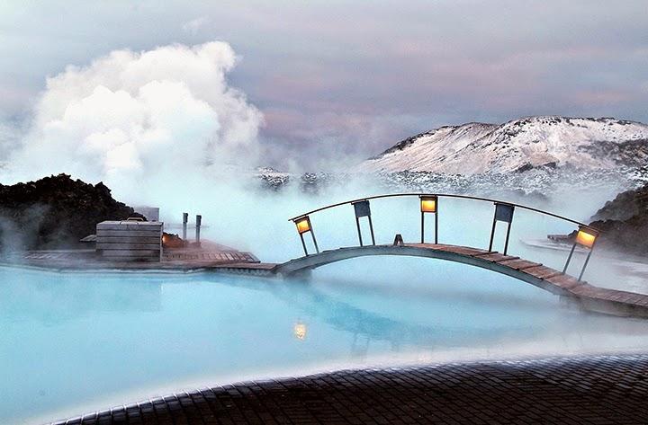Голубая лагуна - уникальный курорт в Исландии. Фото