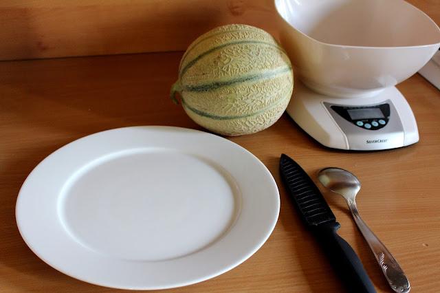 Première étape pour la confiture de melon: le decoupage du melon