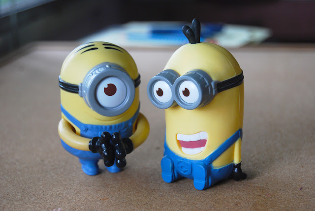 how to make a paper minion step by step