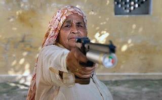 Nenek 78 Tahun Ini Seorang Sniper Profesional!