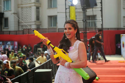 Sunny Leone getting ready for Holi action with water gun also called Pitchkari in hindi.