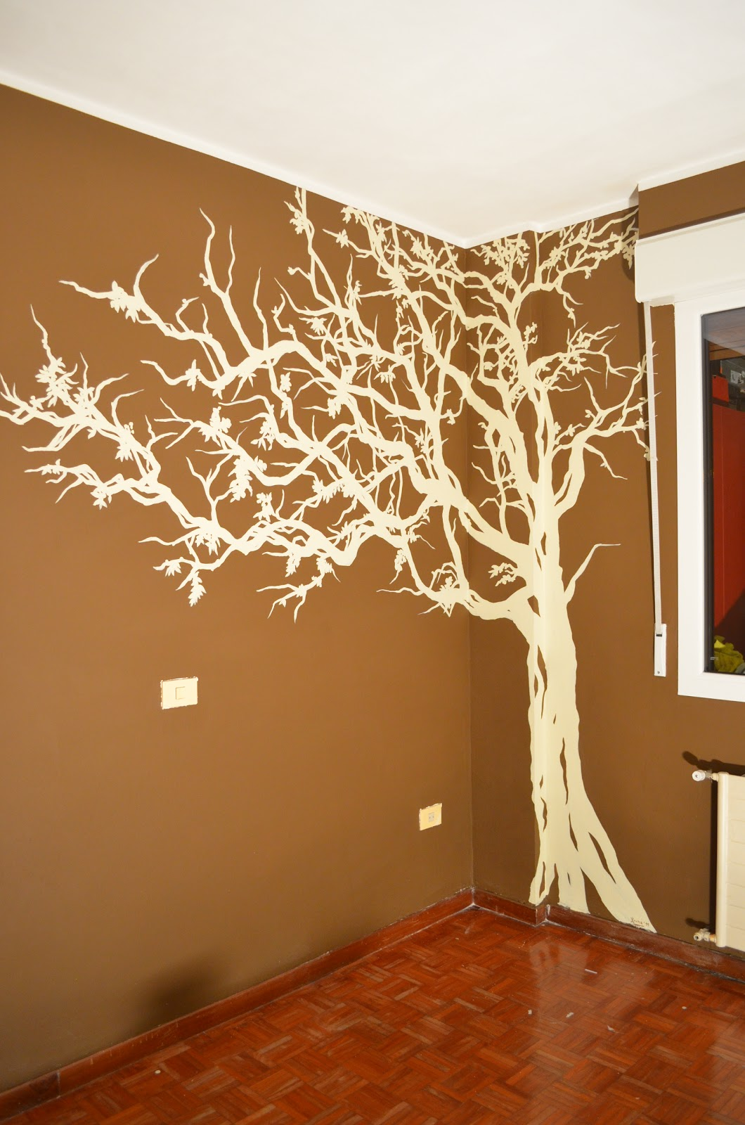 Pintura decorativa y mural arbol en habitacion for Como pintar un mural exterior