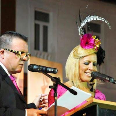 Tocado presentadora del acto de coronacion de la Feria Real de San Roque