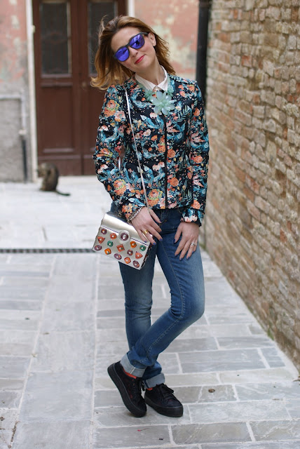 Pull & Bear floral jacket, flatform sneakers, Angela Frascone bag, Fashion and Cookies