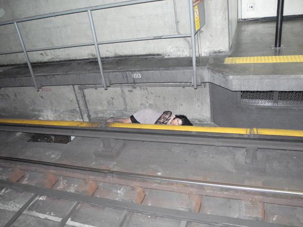 Imagem dahora: Brincadeira de 'esconde-esconde' é jogada em alto nível no RJ.